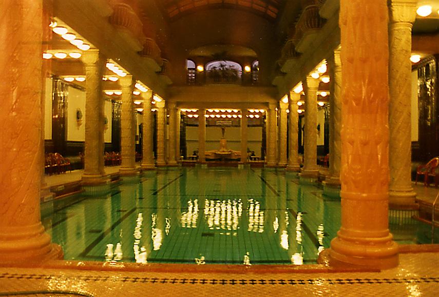 أغلى 11 حمامات سباحة في العالم 009%20%20Gellert%20thermal%20bath